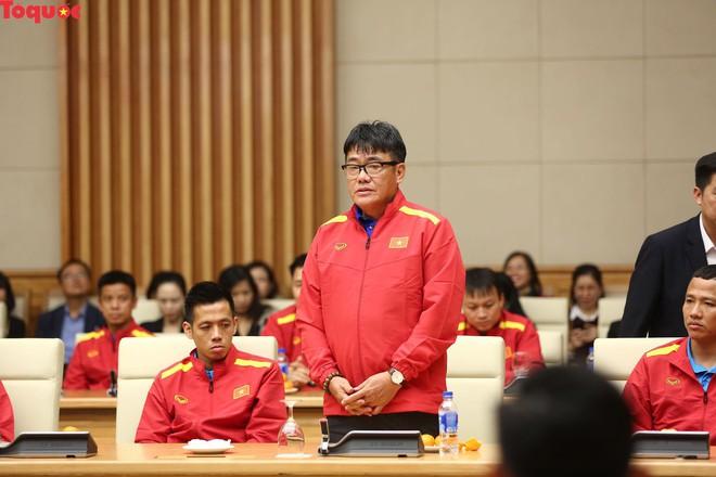 Thủ tướng Nguyễn Xuân Phúc gặp mặt Đội tuyển bóng đá Việt Nam - Ảnh 6.