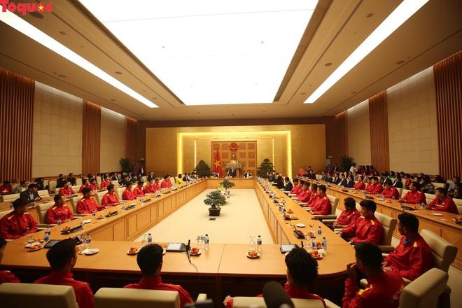Thủ tướng Nguyễn Xuân Phúc gặp mặt Đội tuyển bóng đá Việt Nam - Ảnh 8.