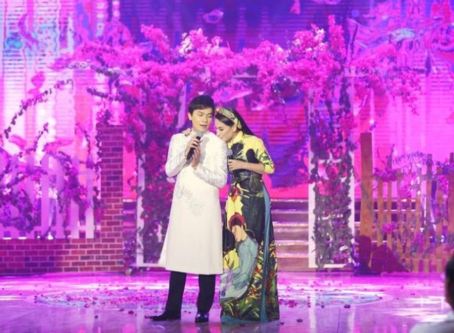 Không phải ca sĩ Phi Nhung, cô gái xinh đẹp này mới là vợ ca sĩ Mạnh Quỳnh! - Ảnh 1.
