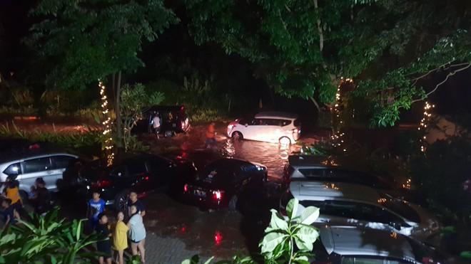 [Cập nhật] Indonesia nhầm lẫn trong cảnh báo sóng thần, người dân và khách du lịch hoảng sợ: Chạy càng xa càng tốt - Ảnh 8.