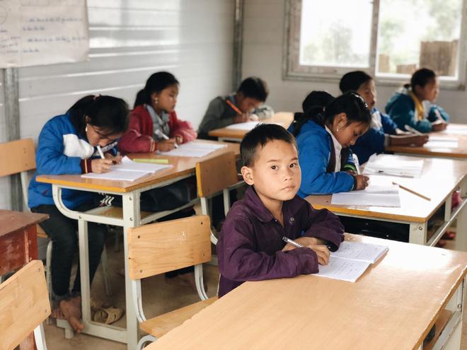 Trẻ em Tri Lễ miệt mài đến lớp trong giá rét - Ảnh 3.