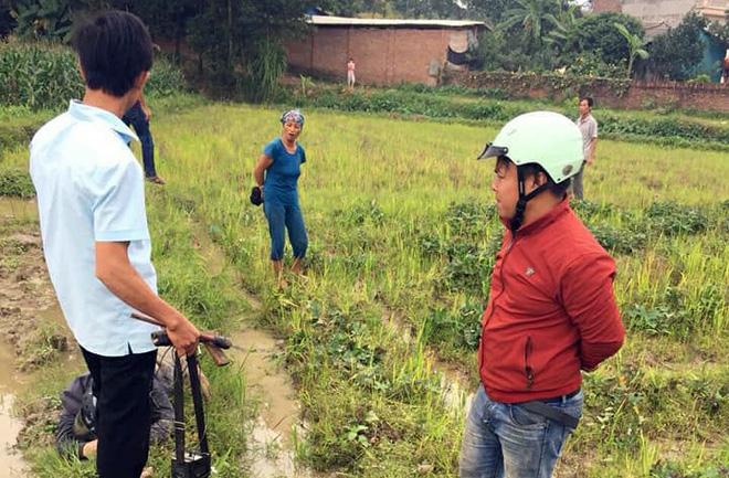 Hà Nội: Hai thanh niên nghi trộm chó bị người dân vây đánh gục giữa ruộng - Ảnh 3.