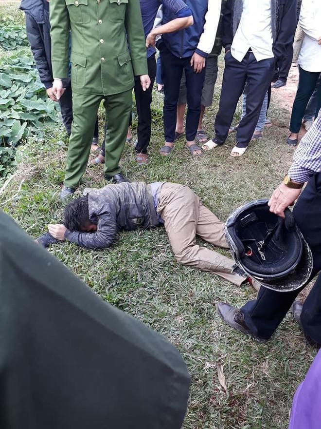 Hà Nội: Hai thanh niên nghi trộm chó bị người dân vây đánh gục giữa ruộng - Ảnh 5.