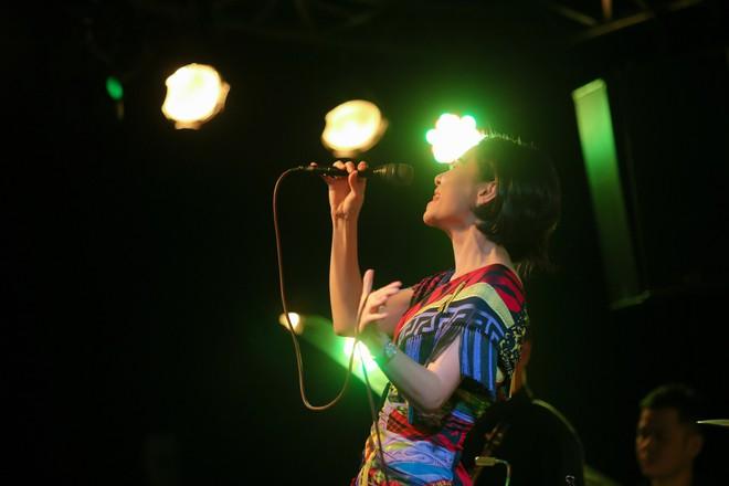 Thu Minh phá lệ, lần đầu mạnh dạn hát nhạc bolero - Ảnh 12.
