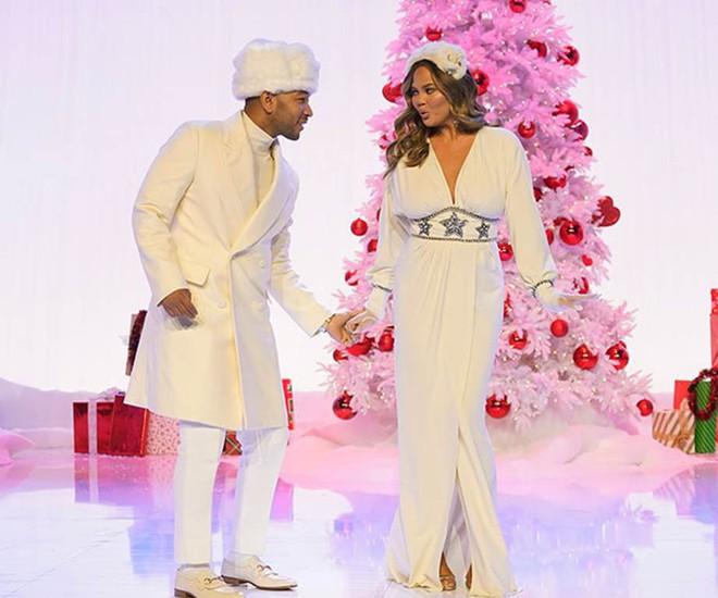 Loạt sao Âu Mỹ trang trí lộng lẫy đón Giáng Sinh 2018, riêng Kylie Jenner chơi lớn khi mua xe hơi mini tặng con gái nhỏ - Ảnh 12.