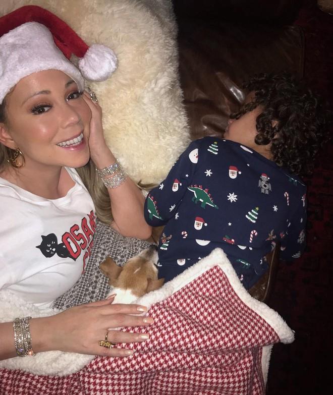 Loạt sao Âu Mỹ trang trí lộng lẫy đón Giáng Sinh 2018, riêng Kylie Jenner chơi lớn khi mua xe hơi mini tặng con gái nhỏ - Ảnh 5.