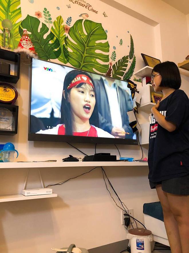 Khoe cháu gái hát quốc ca cùng ĐT Việt Nam, dân mạng chỉ ra điều sai trái trong những bức hình - Ảnh 3.