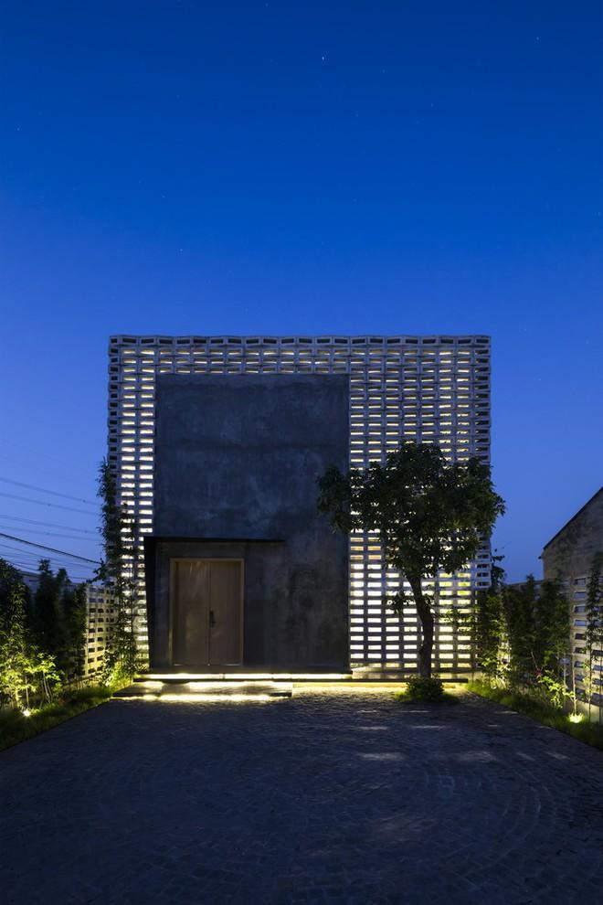 Lạ lùng với căn nhà toàn lỗ thủng tại Hưng Yên - Ảnh 3.