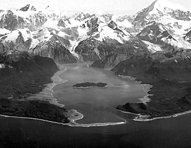 Siêu sóng thần khủng khiếp nhất lịch sử nhân loại: Cao 524m, cuốn phăng hàng triệu cây cối - Ảnh 4.