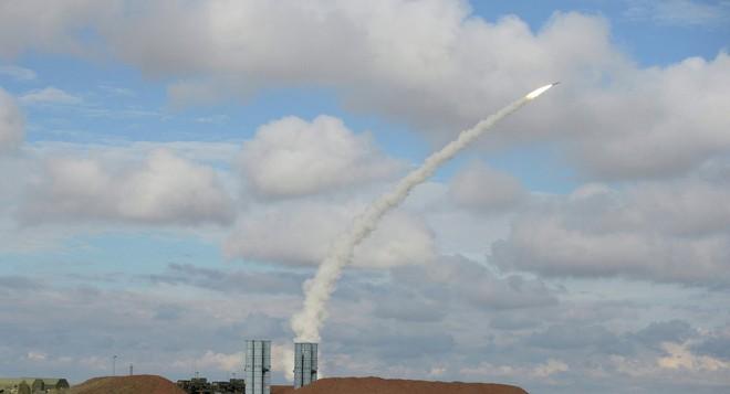 Israel ồ ạt phóng tên lửa tấn công Damascus: S-300 Syria bất lực hay giả mù, giả điếc? - Ảnh 2.