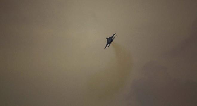 Israel ồ ạt phóng tên lửa tấn công Damascus: S-300 Syria bất lực hay giả mù, giả điếc? - Ảnh 1.