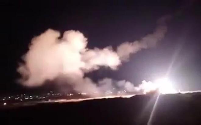 Israel tung đòn tập kích bất ngờ: Hàng loạt kho tên lửa, sở chỉ huy QĐ Syria bị phá hủy