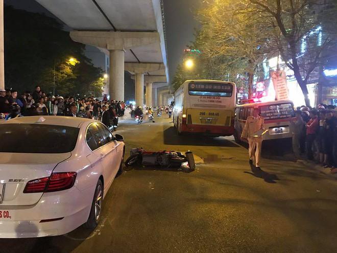 Hà Nội: Va chạm với xe con ngã xuống đường, cô gái trẻ bị xe buýt cán tử vong - Ảnh 2.