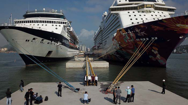 Ảnh: Cận cảnh hai du thuyền 5 sao chở gần 8.000 du khách quốc tế đến Hạ Long - Ảnh 6.