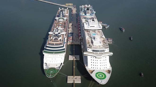 Ảnh: Cận cảnh hai du thuyền 5 sao chở gần 8.000 du khách quốc tế đến Hạ Long - Ảnh 7.
