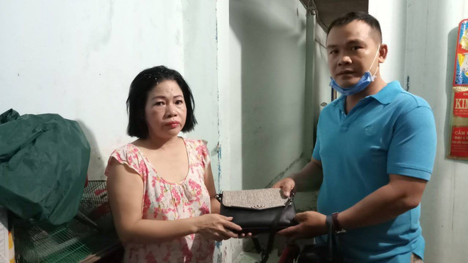 Hiệp sĩ Sài Gòn truy đuổi 2 thanh niên đi xe tay ga trộm chim - Ảnh 2.