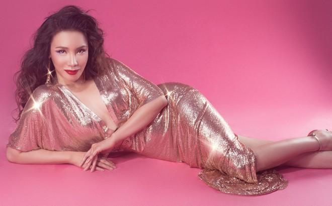 Nhan sắc trẻ trung, gợi cảm của ca sĩ Hồ Quỳnh Hương ở tuổi 38
