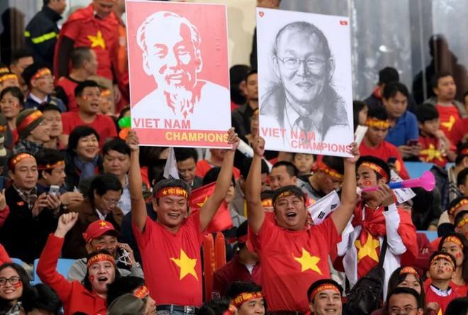 Báo châu Á: Người hâm mộ Việt Nam không thể đòi hỏi gì hơn với 3 chiến tích thần kỳ - Ảnh 3.