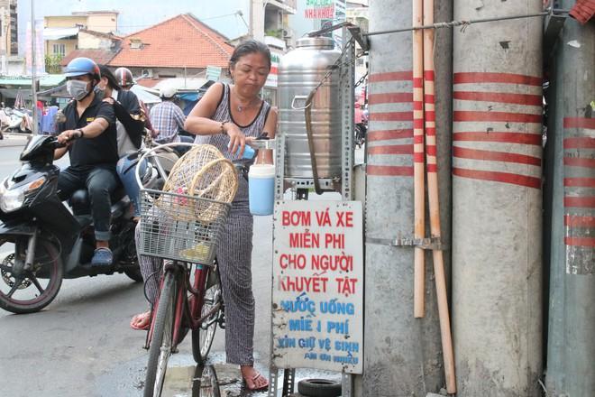 Người đàn ông ở Sài Gòn 17 năm đi xin quan tài  - Ảnh 1.