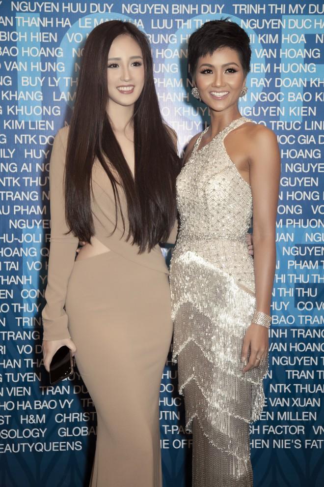 Hoa hậu Mai Phương Thúy mặc đầm gợi cảm, đọ sắc bên HHen Niê - Ảnh 7.