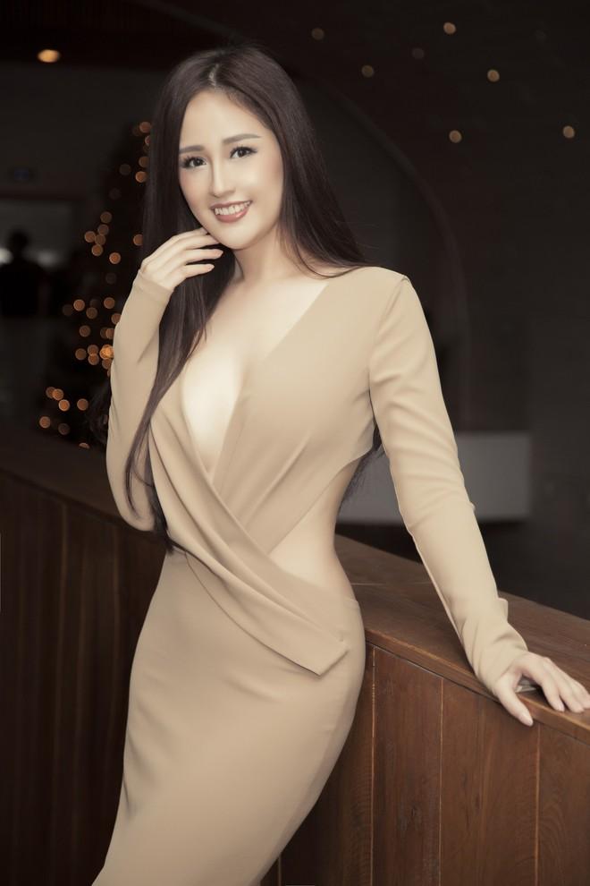 Hoa hậu Mai Phương Thúy mặc đầm gợi cảm, đọ sắc bên HHen Niê - Ảnh 3.