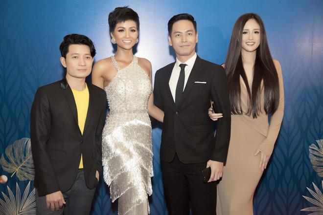 Hoa hậu Mai Phương Thúy mặc đầm gợi cảm, đọ sắc bên HHen Niê - Ảnh 6.