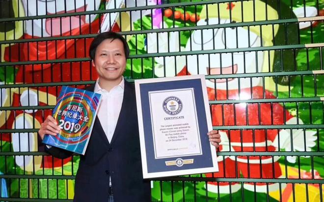 Xiaomi lập kỷ lục Guinness với cây thông Noel ghép bằng điện thoại di động lớn nhất thế giới - Ảnh 1.