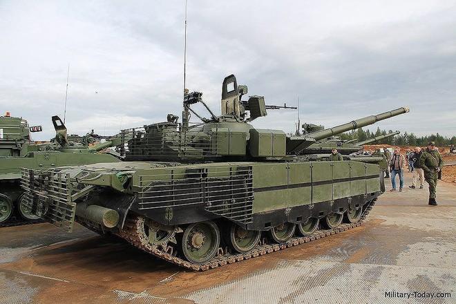 [ẢNH] Chiến tăng bay T-80BVM Nga trang bị đạn Uranium nguy hiểm cỡ nào? - Ảnh 1.