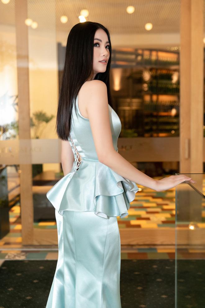 Hoa hậu Trái đất Phương Khánh xuất hiện xinh đẹp, cá tính khi làm vedette - Ảnh 4.