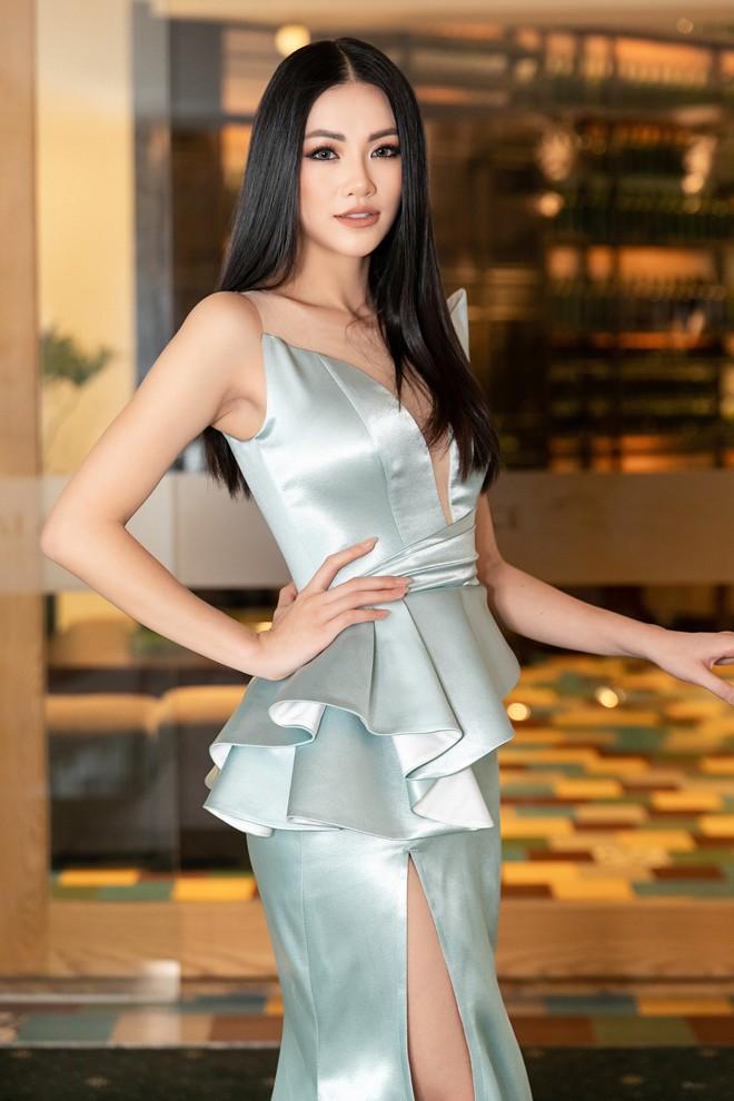 Hoa hậu Trái đất Phương Khánh xuất hiện xinh đẹp, cá tính khi làm vedette - Ảnh 3.
