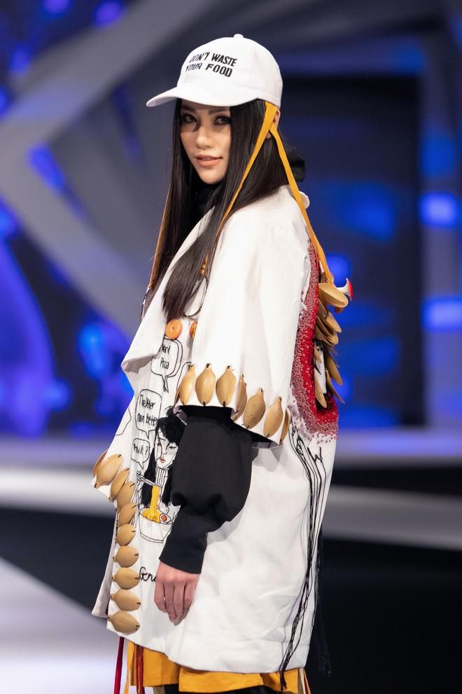 Hoa hậu Trái đất Phương Khánh xuất hiện xinh đẹp, cá tính khi làm vedette - Ảnh 10.