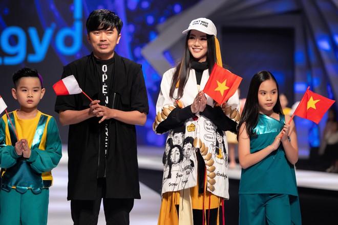 Hoa hậu Trái đất Phương Khánh xuất hiện xinh đẹp, cá tính khi làm vedette - Ảnh 13.