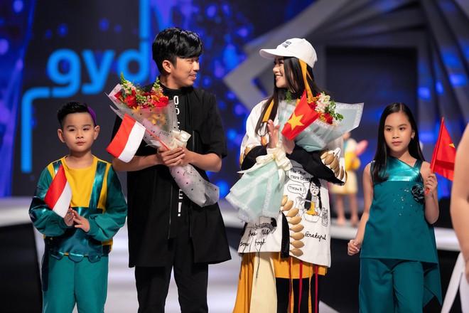 Hoa hậu Trái đất Phương Khánh xuất hiện xinh đẹp, cá tính khi làm vedette - Ảnh 12.