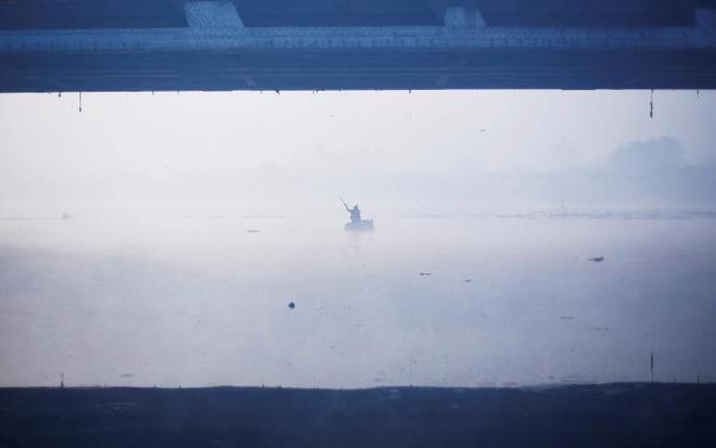 24h qua ảnh: Nước nóng đóng băng ngay giữa trời lạnh giá ở Trung Quốc - Ảnh 6.