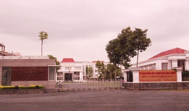 An Giang báo cáo chính thức vụ con gái Chủ tịch tỉnh đã được bổ nhiệm vẫn đi thi công chức  - Ảnh 1.
