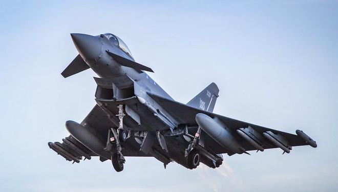 Tiêm kích Su-35 Nga gặp nguy hiểm trên khu vực Baltic: Châu Âu có sát thủ mới - Ảnh 3.