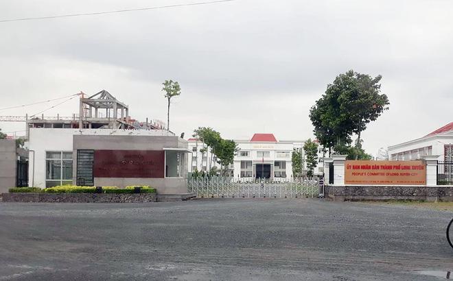 Con gái chủ tịch tỉnh đã được bổ nhiệm vẫn đi thi công chức khiến nhiều người ngỡ ngàng