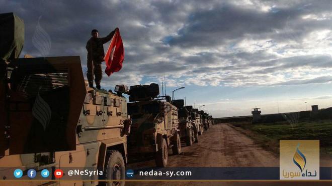 Xe tăng, đạn pháo Thổ Nhĩ Kỳ rầm rập áp sát Syria: Chờ giờ nổ súng - Ảnh 2.