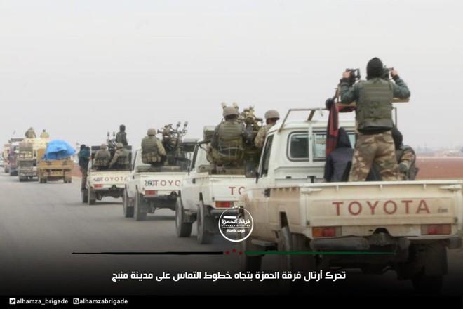 Xe tăng, đạn pháo Thổ Nhĩ Kỳ rầm rập áp sát Syria: Chờ giờ nổ súng - Ảnh 1.