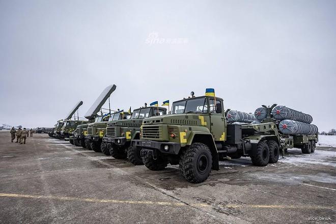 [ẢNH] Quân đội Ukraine nhận quà Giáng sinh siêu khủng từ Tổng thống Petro Poroshenko - Ảnh 11.