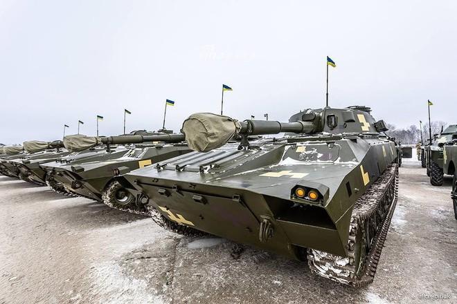 [ẢNH] Quân đội Ukraine nhận quà Giáng sinh siêu khủng từ Tổng thống Petro Poroshenko - Ảnh 12.