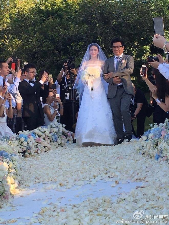 Nhìn lại loạt đám cưới thế kỷ của sao: Tổ chức ầm ĩ nhưng nhiều cặp lại dính thị phi chấn động - Ảnh 12.