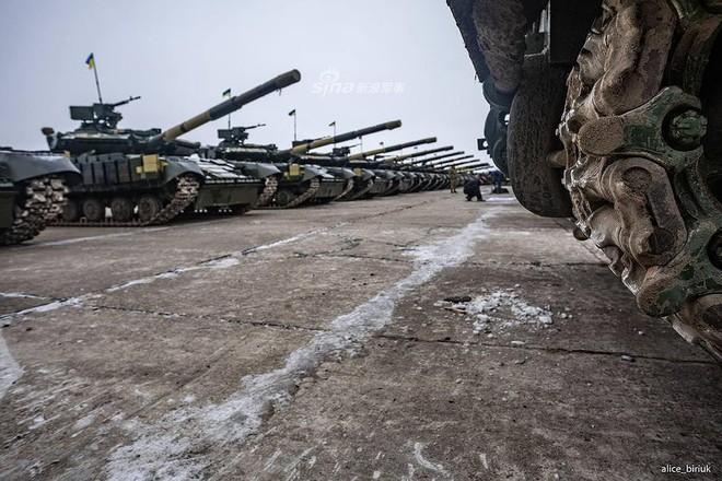 [ẢNH] Quân đội Ukraine nhận quà Giáng sinh siêu khủng từ Tổng thống Petro Poroshenko - Ảnh 14.