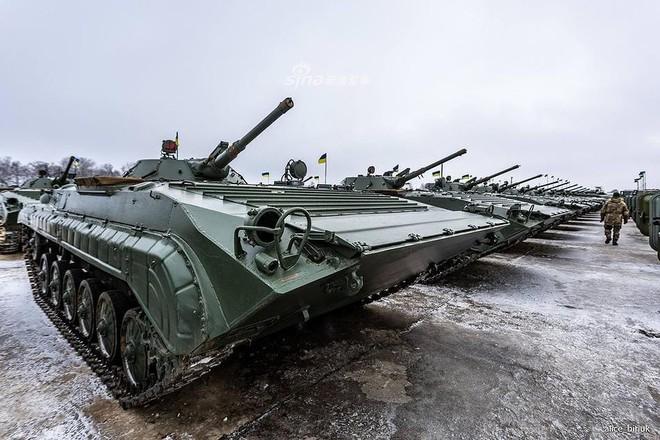 [ẢNH] Quân đội Ukraine nhận quà Giáng sinh siêu khủng từ Tổng thống Petro Poroshenko - Ảnh 17.