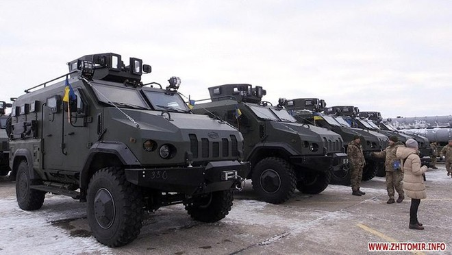 [ẢNH] Quân đội Ukraine nhận quà Giáng sinh siêu khủng từ Tổng thống Petro Poroshenko - Ảnh 18.