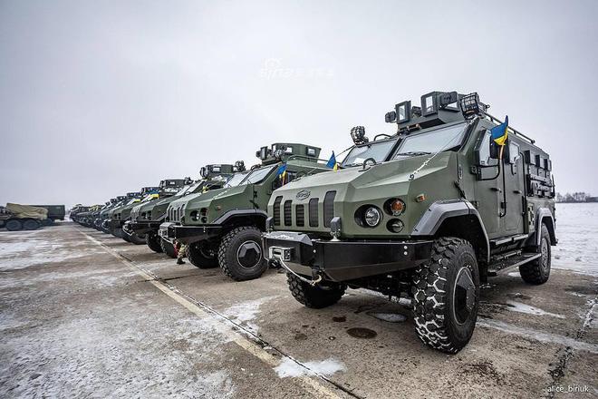[ẢNH] Quân đội Ukraine nhận quà Giáng sinh siêu khủng từ Tổng thống Petro Poroshenko - Ảnh 19.