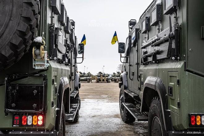 [ẢNH] Quân đội Ukraine nhận quà Giáng sinh siêu khủng từ Tổng thống Petro Poroshenko - Ảnh 20.