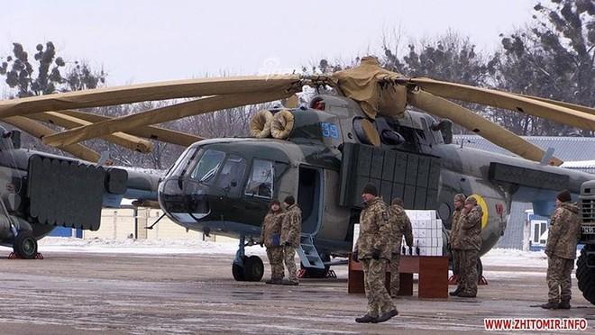 [ẢNH] Quân đội Ukraine nhận quà Giáng sinh siêu khủng từ Tổng thống Petro Poroshenko - Ảnh 7.
