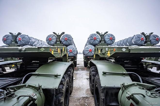 [ẢNH] Quân đội Ukraine nhận quà Giáng sinh siêu khủng từ Tổng thống Petro Poroshenko - Ảnh 9.