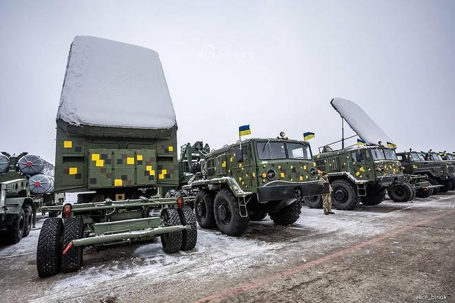 [ẢNH] Quân đội Ukraine nhận quà Giáng sinh siêu khủng từ Tổng thống Petro Poroshenko - Ảnh 10.